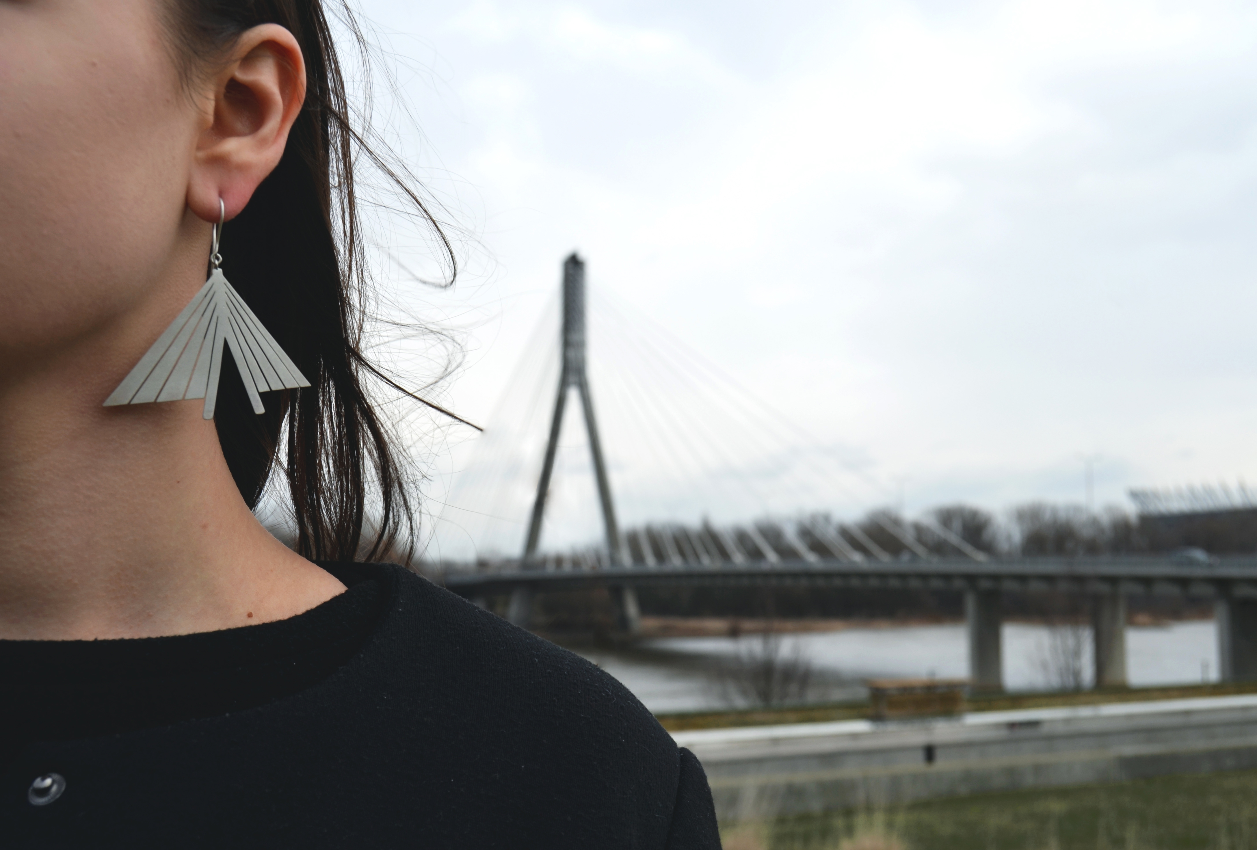 Artist pays homage to Warsaw districts with striking silver jewellery – The First News 1