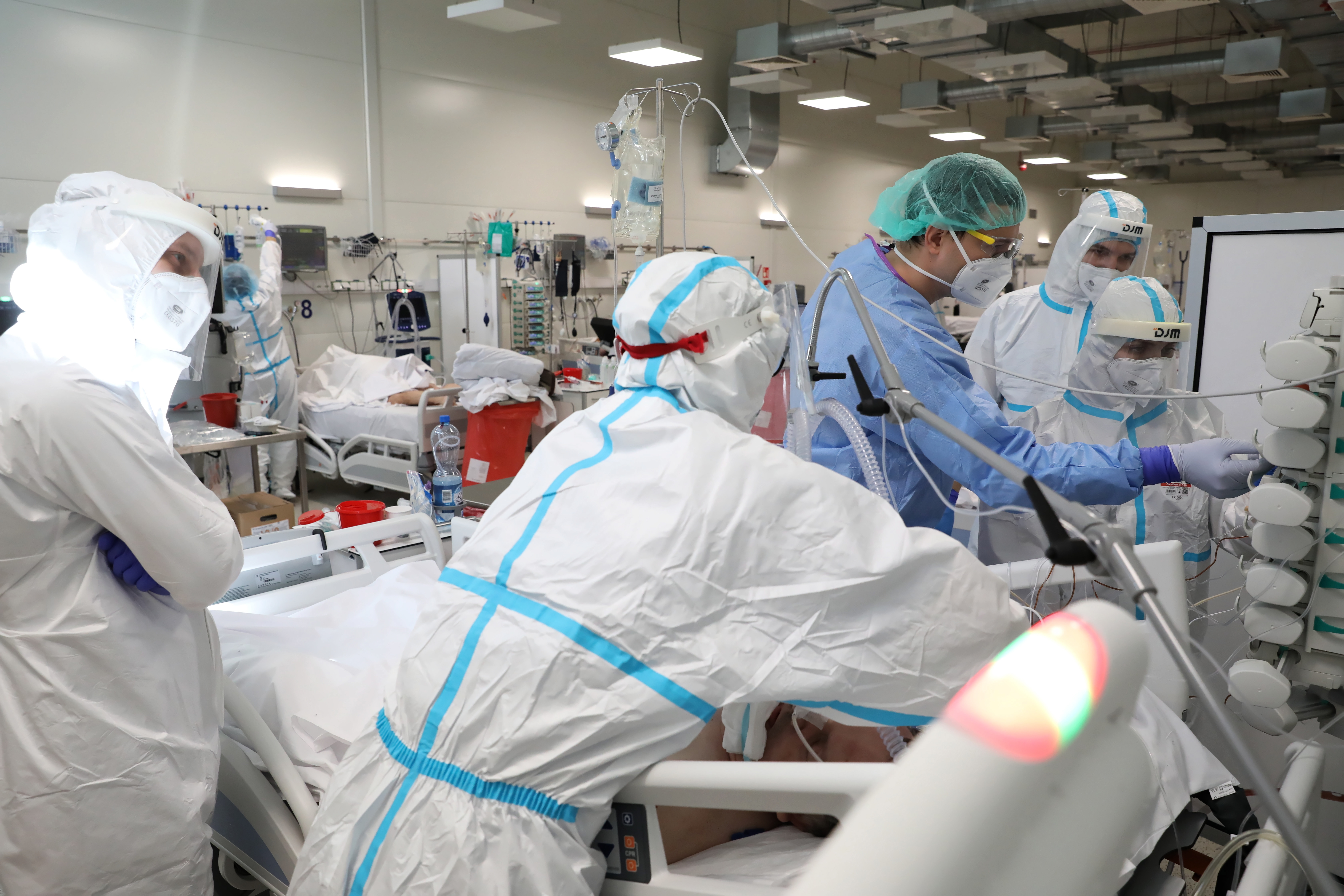 Poland reports 1527 new coronavirus cases on Sunday, 5 deaths - The First News