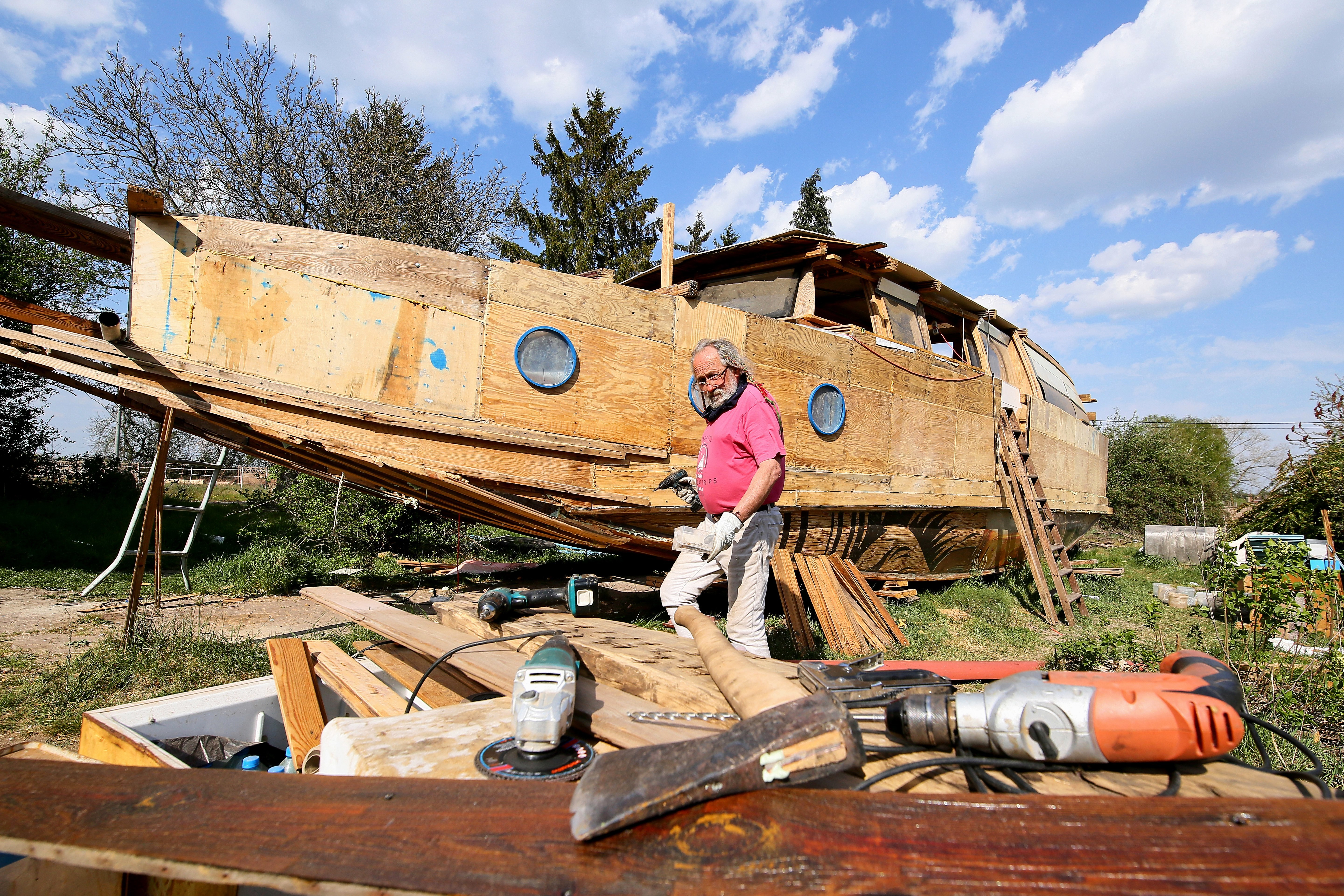 Floating dream house: pensioner builds houseboat out of recycled scraps from destroyed house