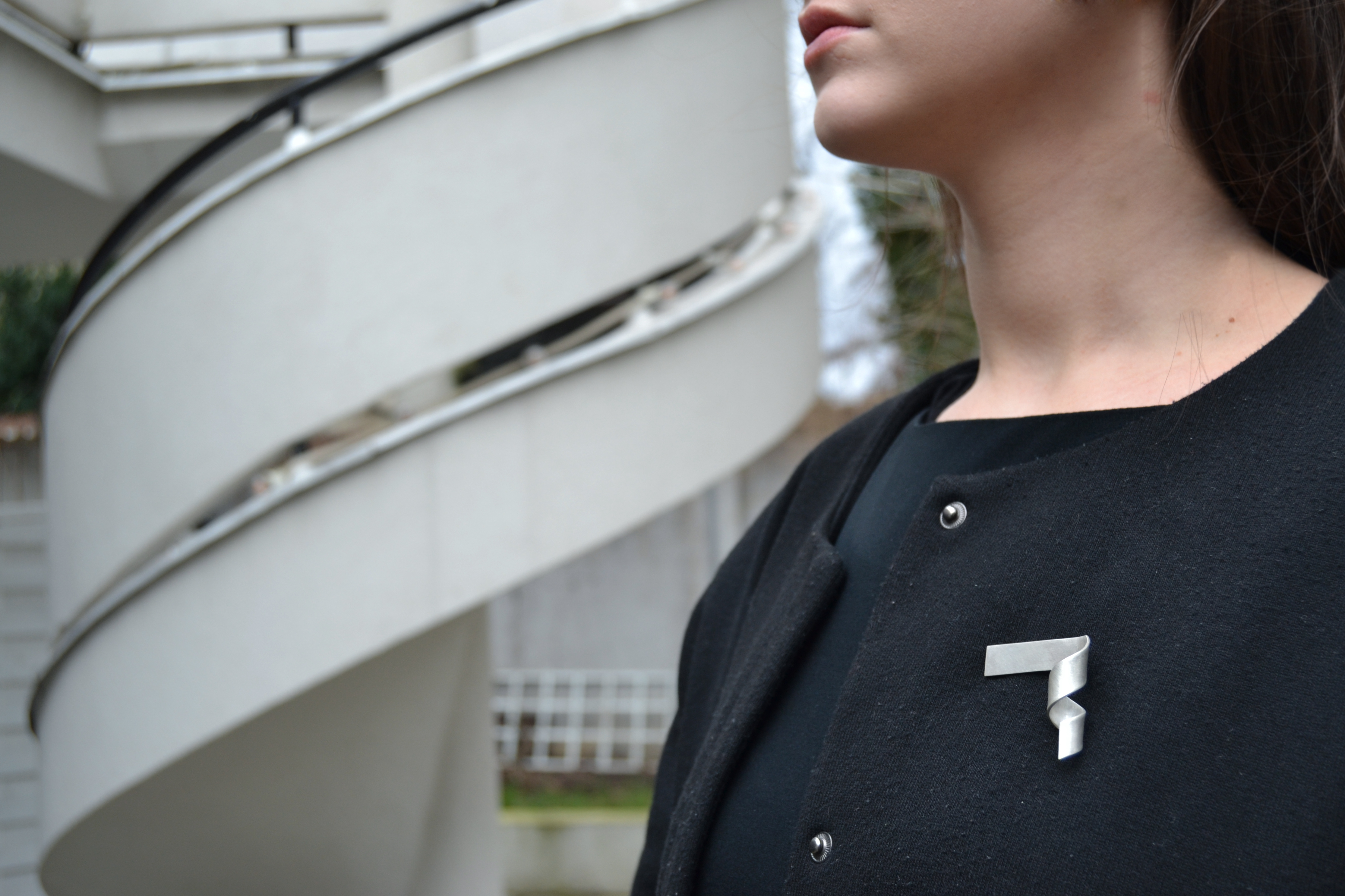 Artist pays homage to Warsaw districts with striking silver jewellery – The First News 4